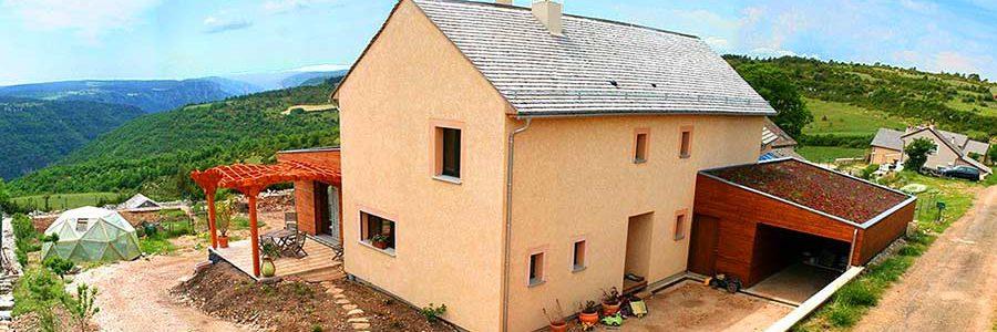 Le menuisier-charpentier d'Hyelzas, constructeur de maisons bio-climatiques